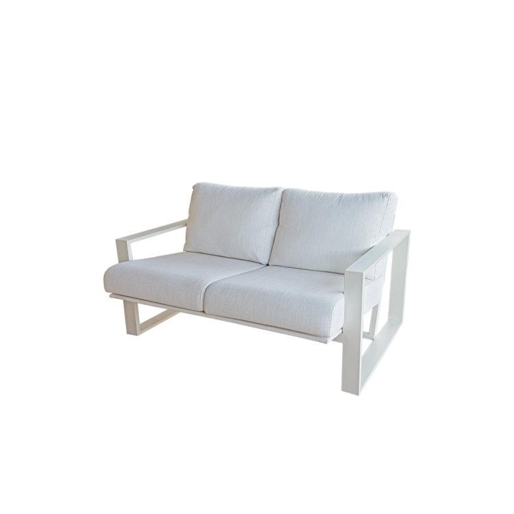 sofá blanco exterior